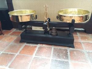 3334 Grote antieke Engelse weegschaal + gewichten  200X15 cm