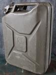 1004  KL Stalen leger jerrycan 20 Liter